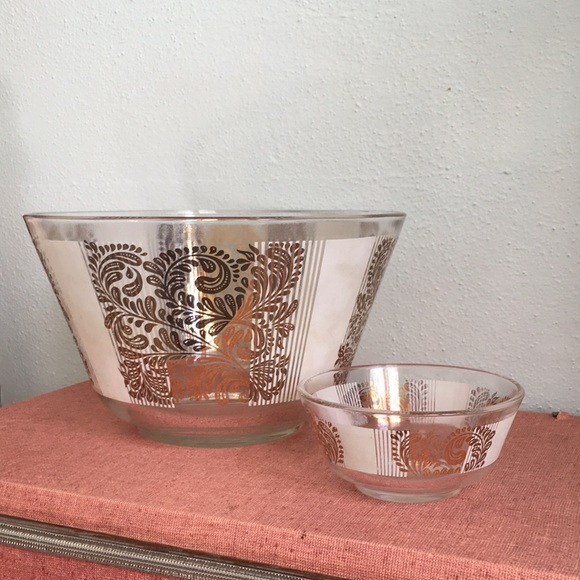 Midcentury modern chip and dip bowl set
